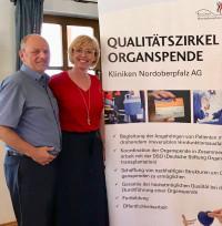 Franz Nowy (hier mit Sabine Zeidler) steuerte als Transplantierter seine Erfahrungen bei.